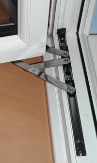 Egress 90 degree Hinge